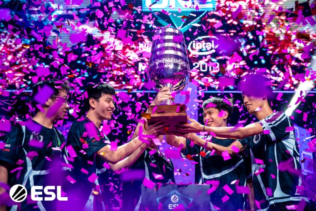 Keen Gaming lifting the winner's trophy in Mumbai